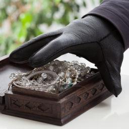 stealing-jewels
